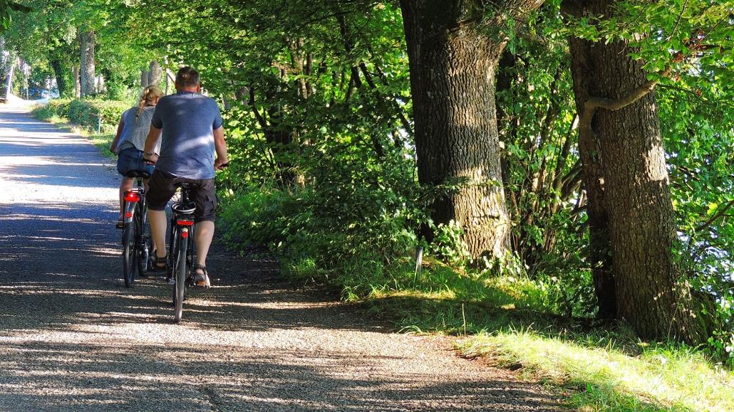 Zahlreiche Radlwege führen durch das 5-Seen-Land