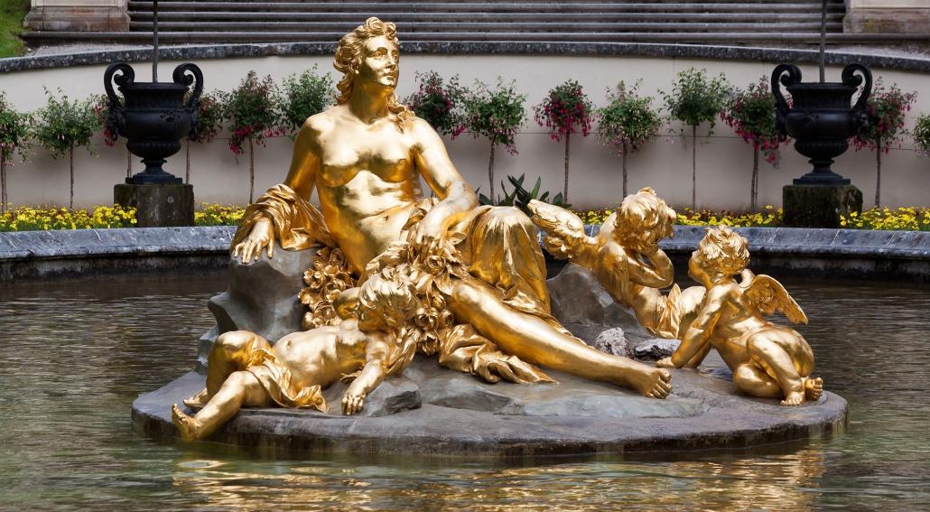 Bestaunen Sie den Goldbrunnen im Schloss Linderhof