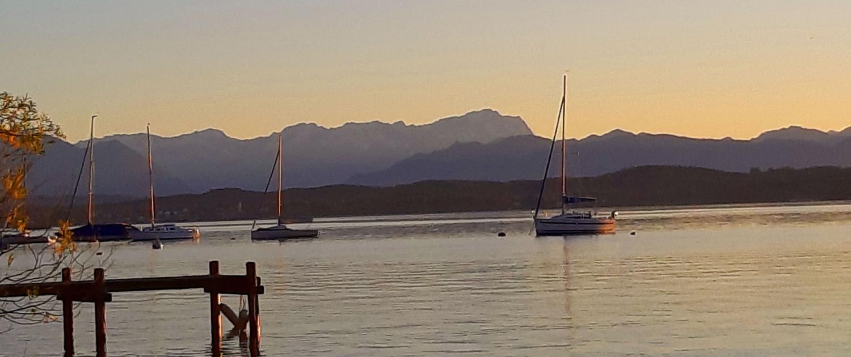 Blick zur Zugspitze über den Starnberger See
